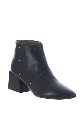 cfb1441089fbb2 Wonders Leather Stud Pointed Toe Ankle Boots, Black